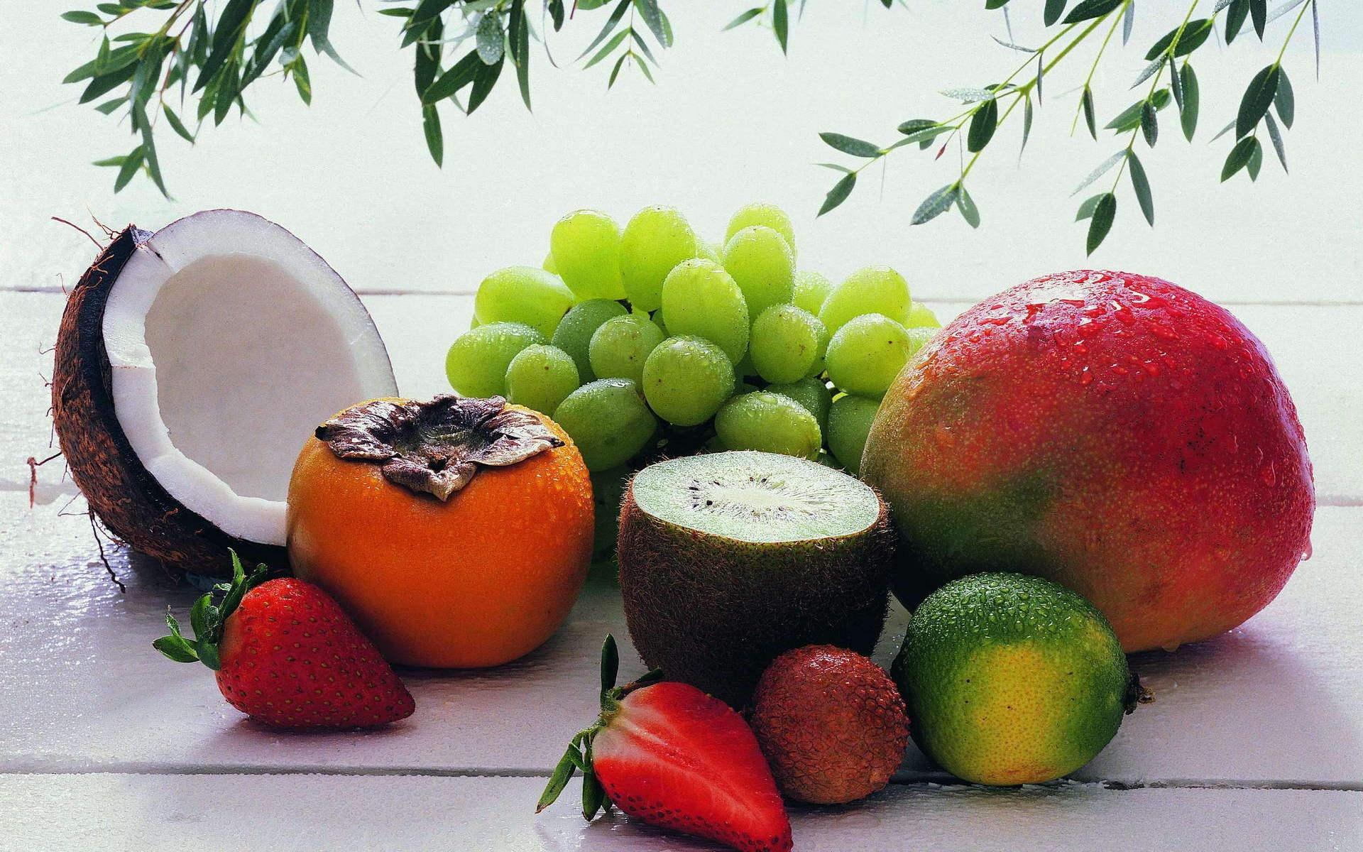 frukti-yagodi-kokos-hurma