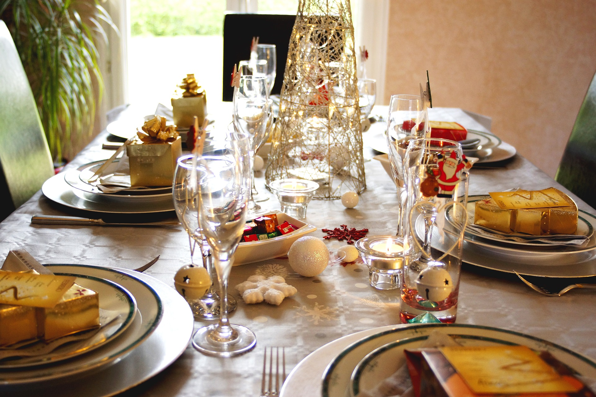 table-3815050_1920