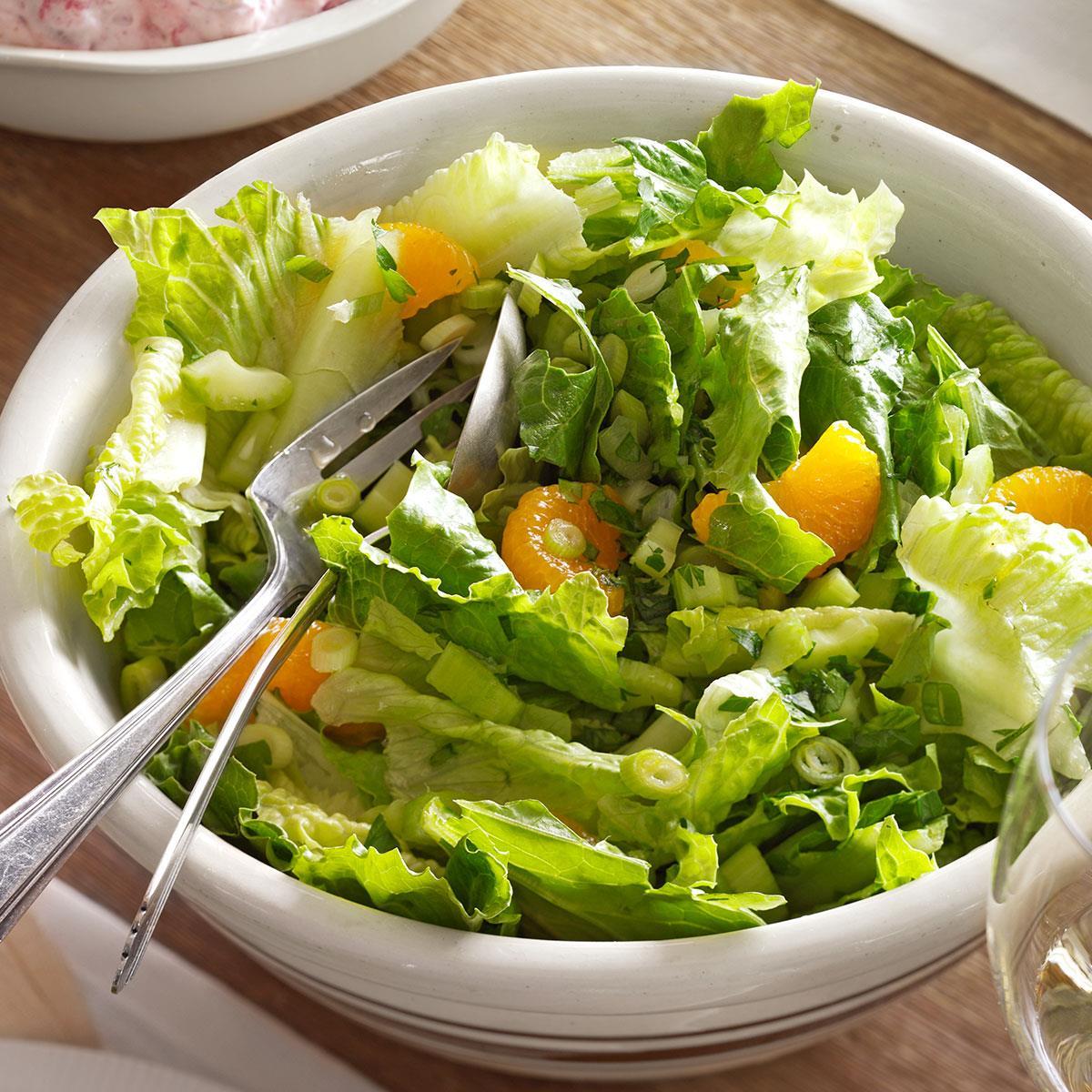 Острый зеленый салат с мандаринами