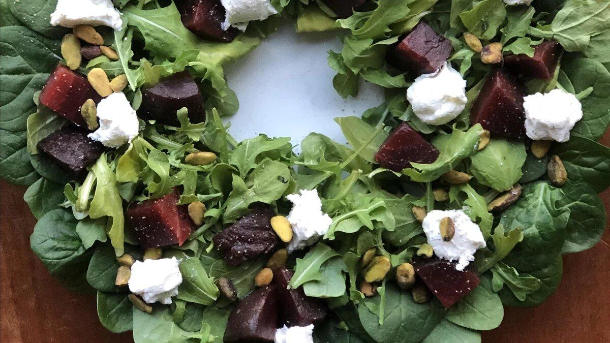 Праздничный салатный венок (1)