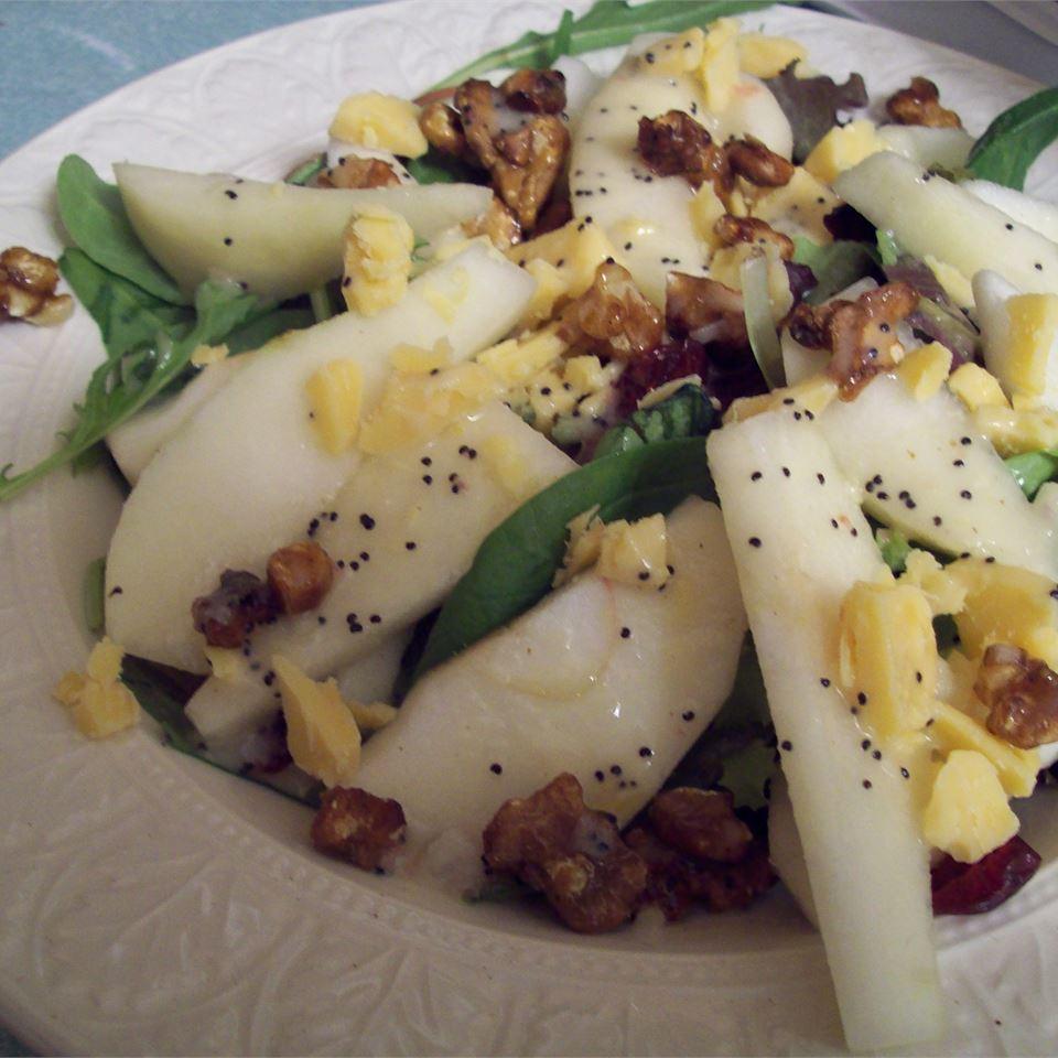 Зимний салат с лимонно-маковой заправкой